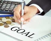 Hand pointing to GOAL word on the paper — Stock Photo