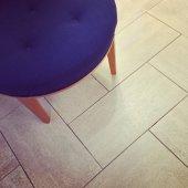 Blue stool on tile floor — ストック写真