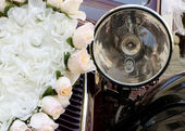 Wedding car flower decoration — Stock Photo