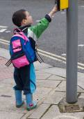 Child at pedestrian crossing  — Stock Photo