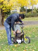 Father with children on scooter — Stock Photo