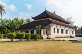 Wat Wisunarat (Wat Visoun), Historic temple at Luang Prabang in — Stock Photo