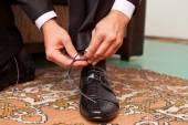 Man laces shoes, closeup — Stock Photo