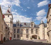 Enclosed court of mansion Hotel de Sens in Paris — Stock Photo