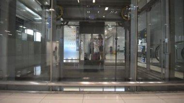 Glass elevator — Stock Video