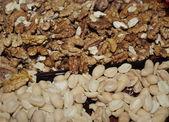 Peanuts and walnuts — Foto Stock
