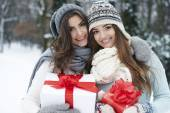 Lovely girls with Christmas gifts — Stockfoto