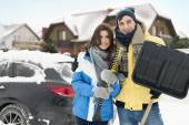 Young couple get the car Stuck — Stockfoto