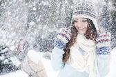 Woman enjoing winter — Stock Photo