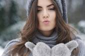 Kisses in winter frozen day — Foto de Stock
