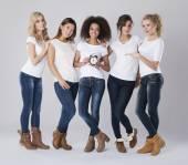 Hermosas mujeres multiétnicas — Foto de Stock