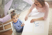 Mãe e filha, imagens de desenho. — Fotografia Stock