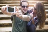 Aşık selfie çekici çift — Stok fotoğraf