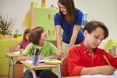 Teacher talks her pupil to correct mistake — Stock Photo