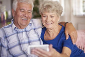 Senior couple taking a selfie on mobile phone — Stock Photo