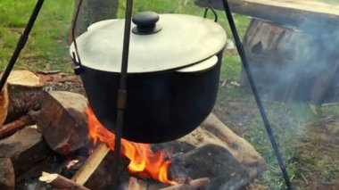Cooking on the Campfire — Stock Video