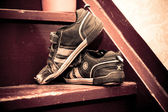 Old children's shoes on a stairway — Stock Photo