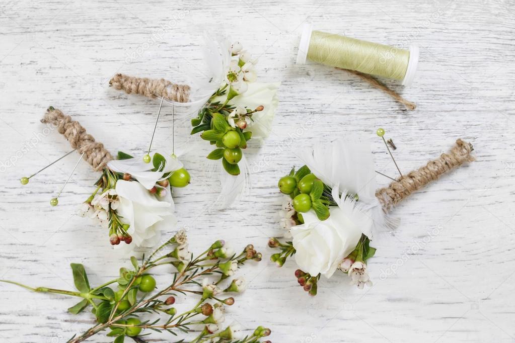Comment faire la fleur la boutonni re mariage tape par tape photo 110465236 - Faire une boutonniere tricot ...