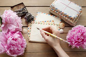 Handwritten letters and bouquet of pink peonies — Photo