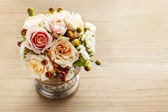 Bouquet of pastel pink and peach roses on wooden background — Stock Photo