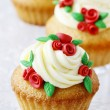 Wedding reception cupcakes decorated with sugarcraft red roses — Stock Photo #60131255