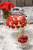 Strawberry cheseecake on cake stand — Stock Photo