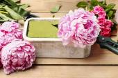 Florist at work: woman making floral decoration of pink peonies — Stock Photo