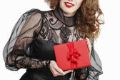 Glamorous woman holding red present box with big bow — Zdjęcie stockowe