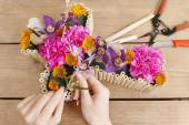 Floral decoration in cross shape - tutorial — Stock Photo