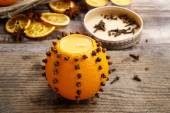 How to make orange pomander ball with candle - tutorial — Stock Photo