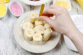 How to make chocolate dipped bananas - step by step — Stock Photo