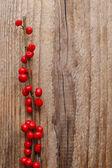 Ilex verticillata (winterberry) on wooden table — Foto Stock