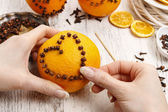 How to make orange pomander ball with candle - tutorial — Stock fotografie