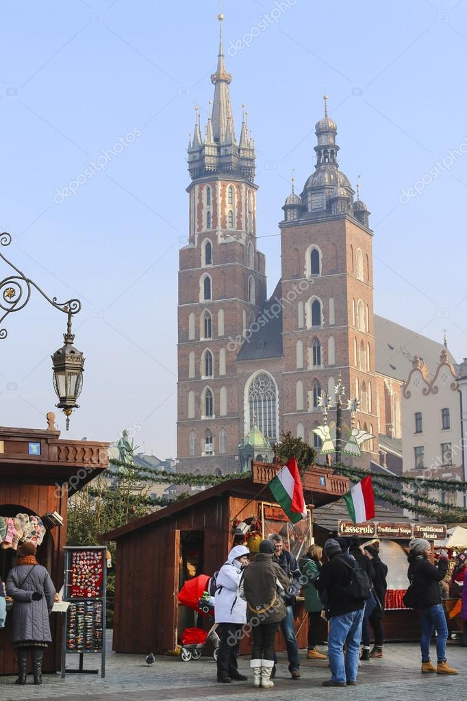 Рыночная площадь и церковь Девы Марии