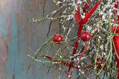 Christmas background: red balls, christmas tree, snow — Foto Stock