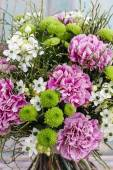 Bouquet of pink carnation, arabian star flower (ornithogalum ara — Stock Photo
