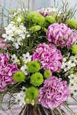 Bouquet of pink carnation, arabian star flower (ornithogalum ara — Fotografia Stock