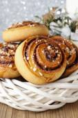 Kanelbulle - swedish cinnamon rolls in christmas setting — Stock fotografie