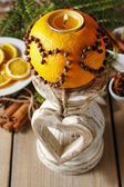 Orange pomander ball with candle. Christmas decorations  — Stock fotografie