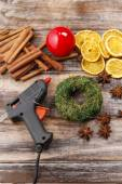 How to make christmas candle , tutorial — Stockfoto