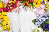 Florist making bouquet of persian buttercup flowers (ranunculus) — Stock Photo