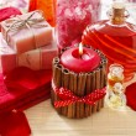 Spa set: scented candle, sea salt, liquid soap and rose petals — Stock Photo #79329456