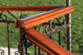 Wooden hand-rail and fence on defocused grass background — Stock Photo