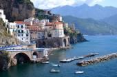 Vista panorâmica da aldeia atrani na costa amalfitana, na itália — Foto Stock