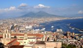 Picturesque summer panorama of Naples and Vesuvius, Italy — Stock Photo