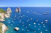 Gorgeous landscape of famous faraglioni rocks on Capri island, Italy — Stock Photo