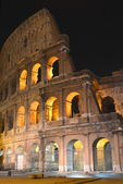 Majestic ancient Colosseum by night in Rome, Italy — Photo