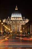 Monumental St. Peter's Basilica by night in Rome, Vatican, Italy — Stock Photo