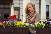 Smiling woman sitting outdoor in a cafe — Foto Stock