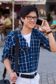 Asian man with mobile smartphone. — Stock Photo